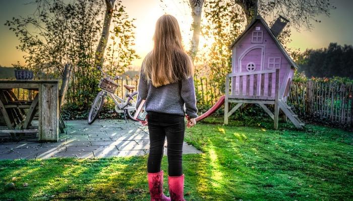 Drewniany domek – sposób na udane dzieciństwo