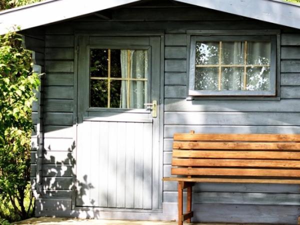 Jak przygotować podłoże pod domek drewniany?