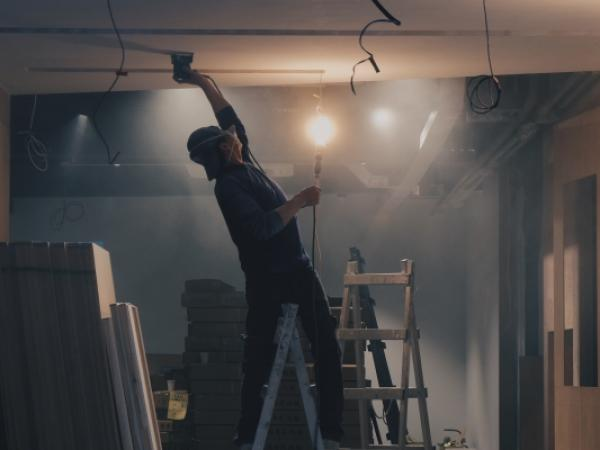 Branża małej budowlanki – czym różni się od klasycznej branży budowlanej?