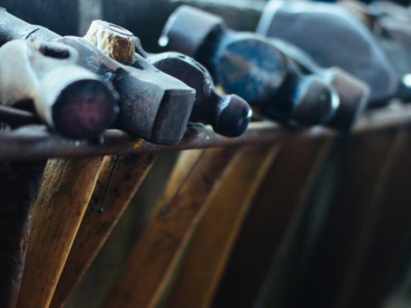 Domki narzędziowe – drewniane, blaszane czy plastikowe?