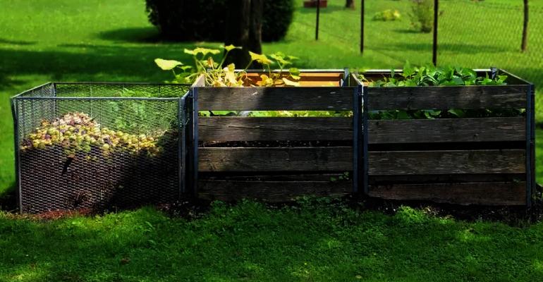 Jak zrobić kompostownik ogrodowy?