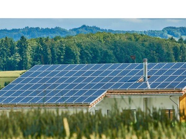 zestaw-solarny-na-dzialke-czy-wystarczy-by-zasilic-domek-letniskowy