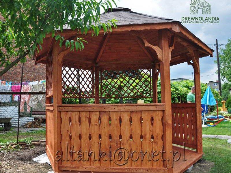 Mala altanka z drewna