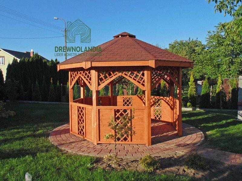 altanka na ceglanej podłodzeidealny mały domek