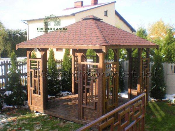 otwarta altanka drewniana