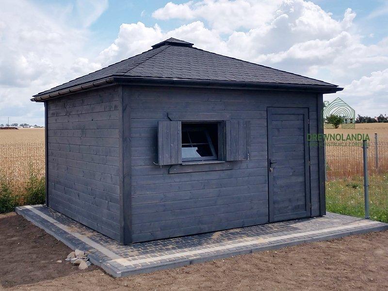 Drewniany domek gospodarczy