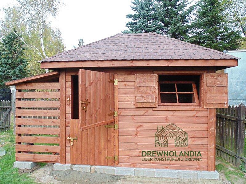 drewutnia z dzielonymi do otwierania drzwiami