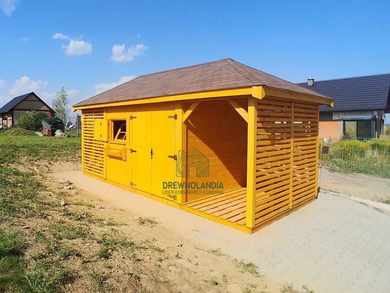 Maly domek narzedziowka z drewna