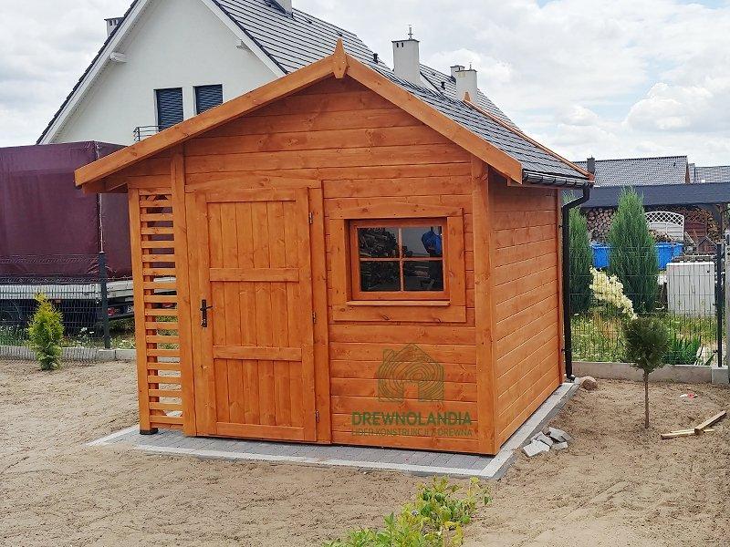 Drewniany domek narzedziowka