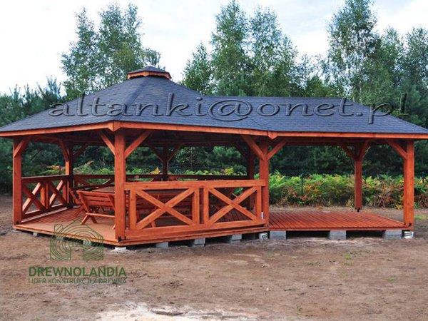 duża altana ogrodow z granatowym dachem