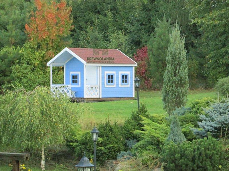 mały domek letniskowy niebieski dla dzieci