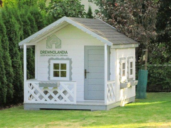 Drewniany domek dla dziecka