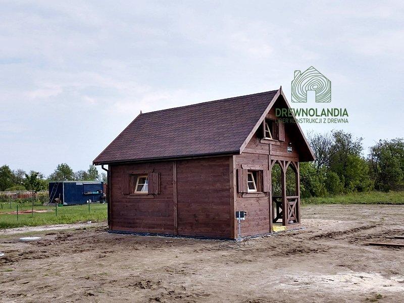 Maly domek drewniany z tarasem cena