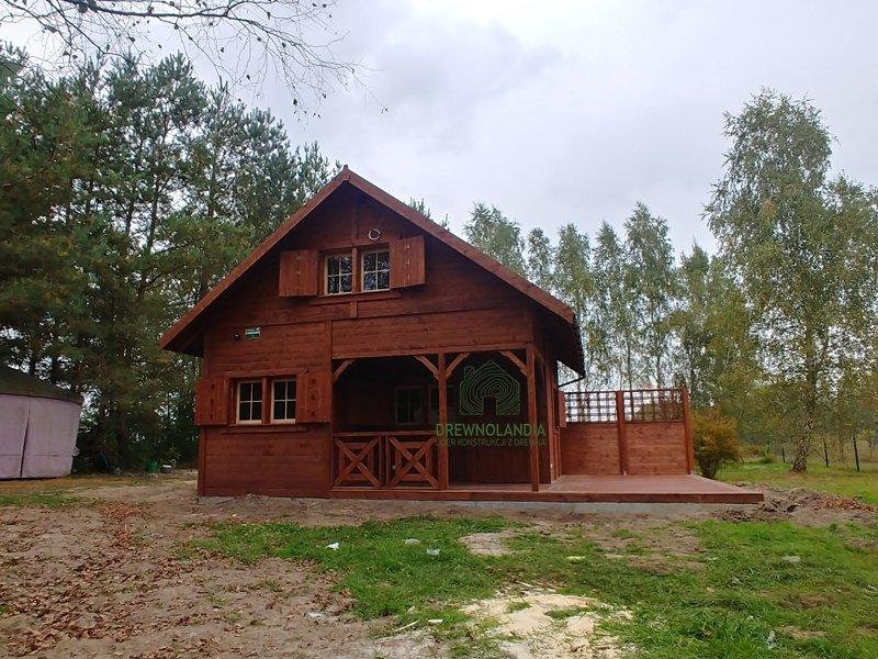 Duzy dom letniskowy z tarasem drewnolandia