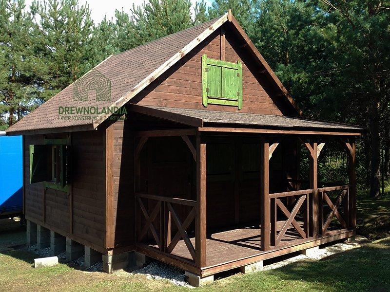 domek drewniany z okienkiem