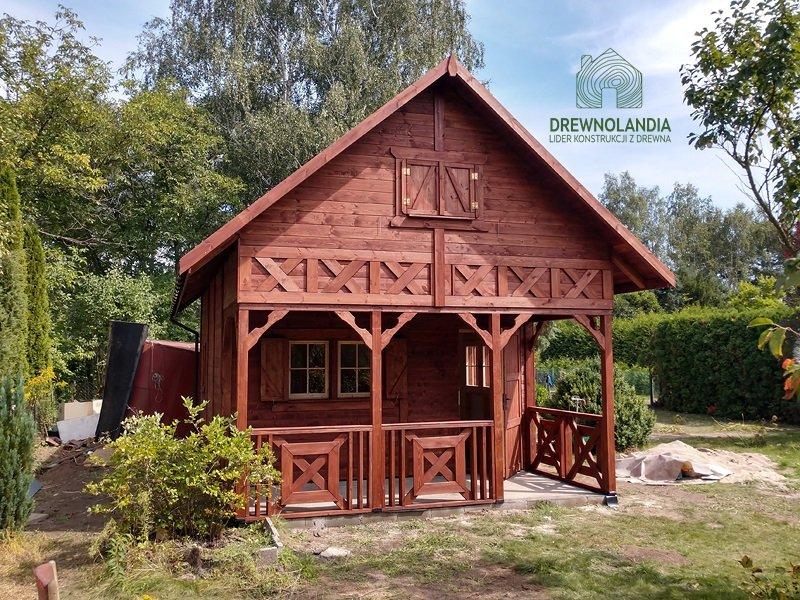 Drewniana altanka dzialkowa