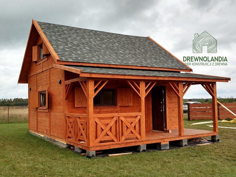 Domek drewniany letniskowy z tarasem poddaszem
