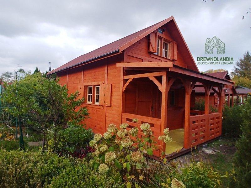 Cena domów drewnianych z tarasem