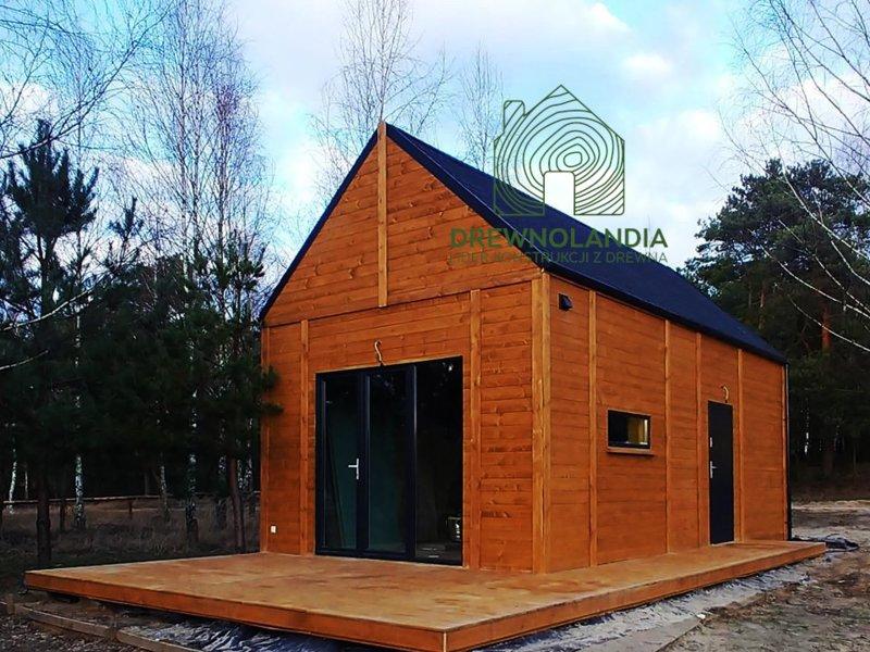drewniany domek w stylu nowoczesna stodoła
